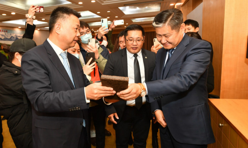 Hubei province donate medical supplies and local specialties to Mongolia